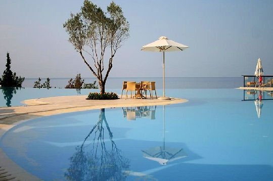 Piscines b ton piscines spas saunas hammams a c d for Cout piscine maconnee